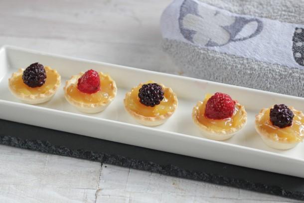 Tartaletas exprés de curd de limón y frutos rojos