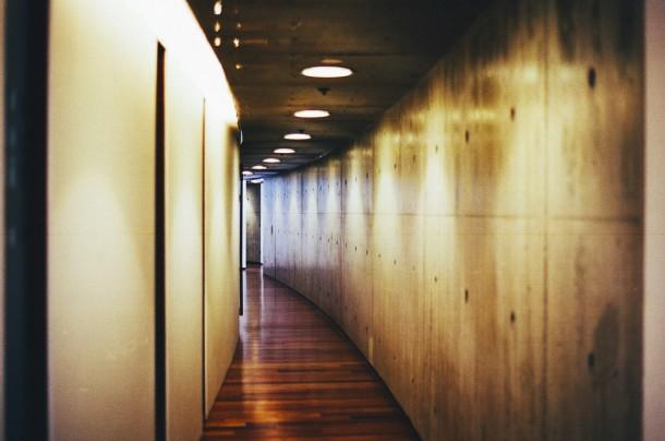 hallway-438412_1280
