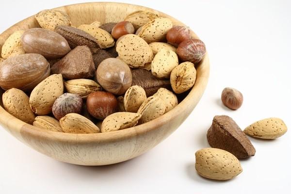 nuts-484262_1280