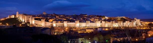 1280px-Panoramica_nocturna_de_la_Ciudad_de_Ávila