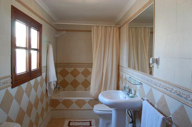 limpieza del baño azulejos