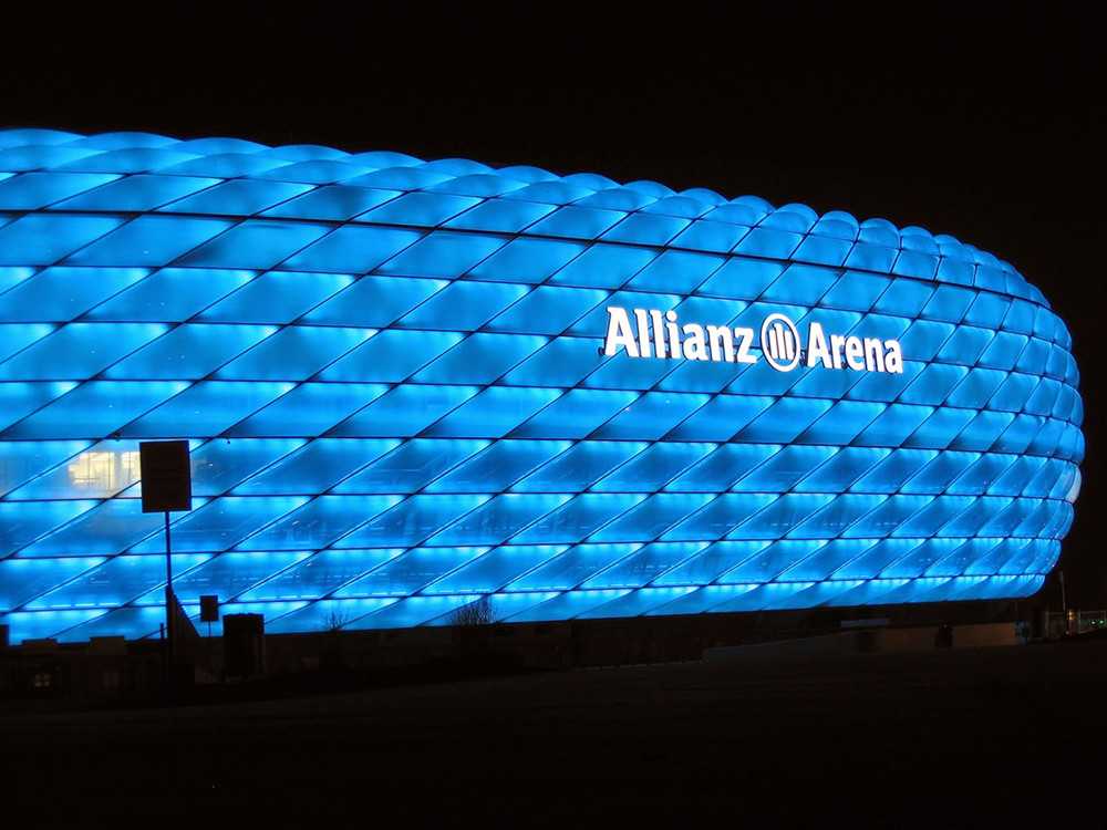 Allianz_Arena_iluminado_por_Philips_2