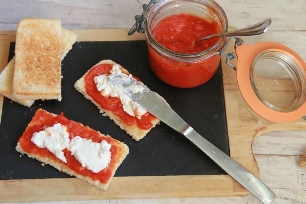 tostas de pimientos y queso