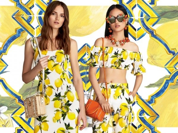 dolce-gabbana-summer-2016-womens-lemon-print-dresses-and-accessories-Landscape-800x450