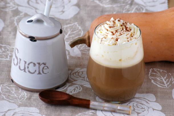Café de otoño con calabaza