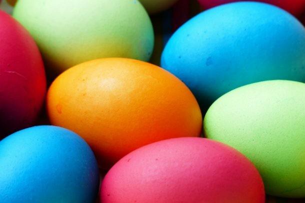 C mo pintar huevos de pascua con tintes naturales mi for Como pintar huevos de pascua