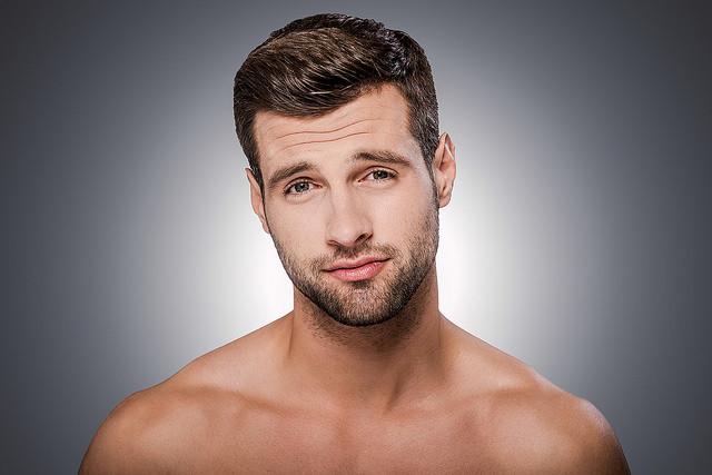 Cómo conseguir una barba de tres días  Consejos para lucir el ... c0d5eb1c80ab