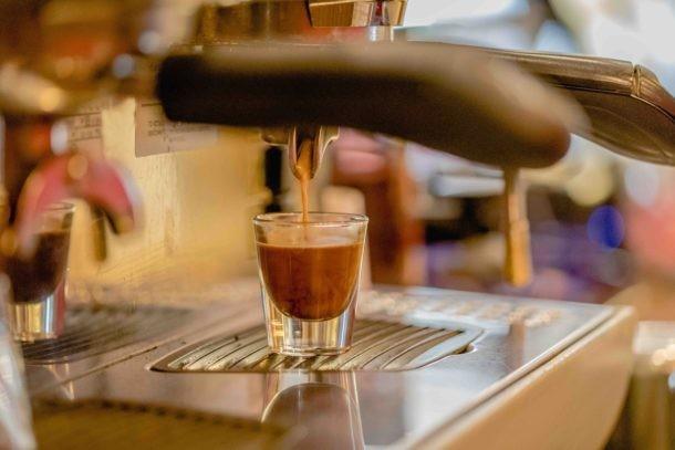 pedir café como un local