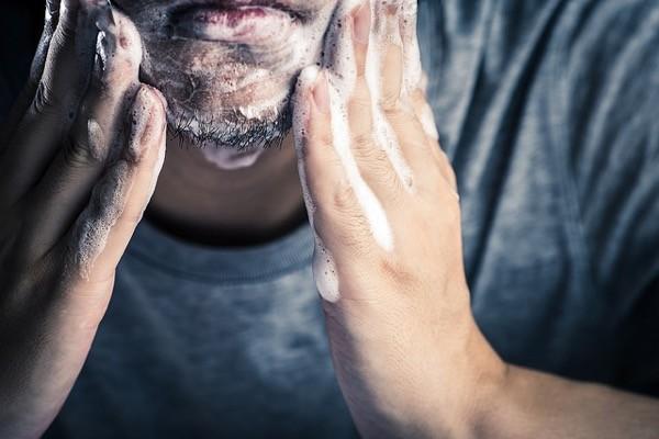 Dermatitis en la barba? Así puedes hacer frente a sus efectos