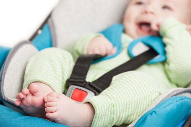 Preparar el primer viaje del bebé en coche