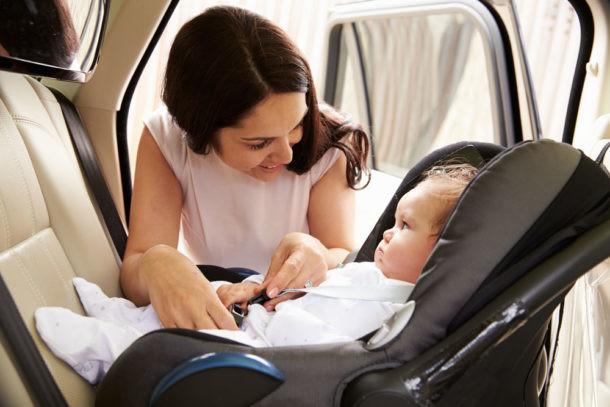 Preparar el primer viaje del bebé en coche anclaje