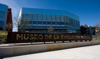 Destino: Museo de la Evolución Humana en nuestro coche eléctrico