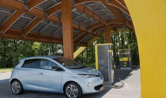 ¿Por qué la energía solar es el futuro de la recarga fuera de casa?