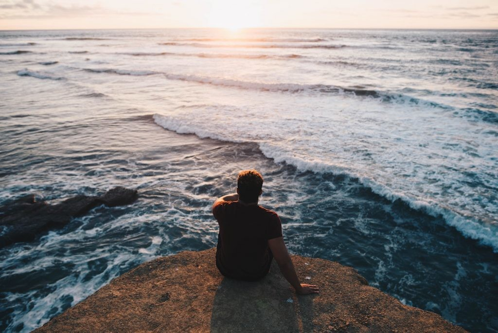 Tomarse descansos en silencio para aliviar el estrés