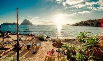Recorre Menorca e Ibiza en coche eléctrico y practica el turismo sostenible