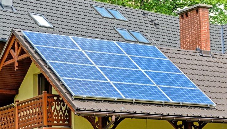 paneles solares sobre tejado