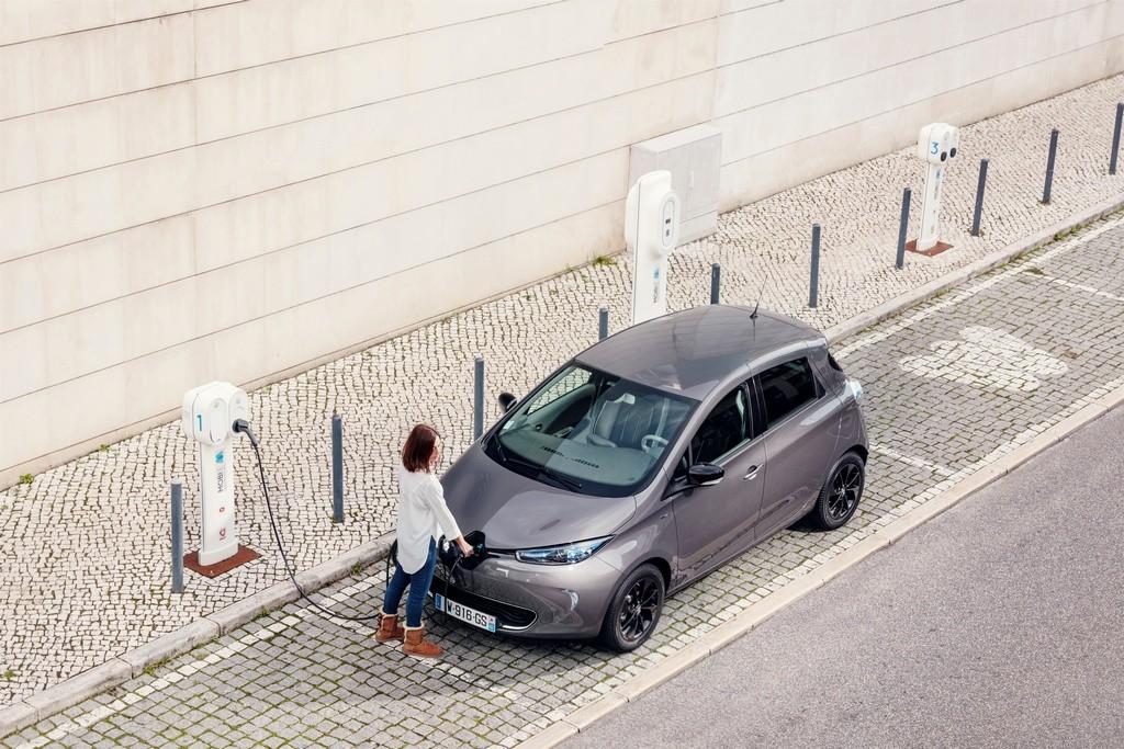 Renault ZOE en punto de recarga