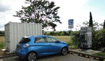 Renault instala puntos de recarga rápida alimentados por baterías usadas de coches eléctricos