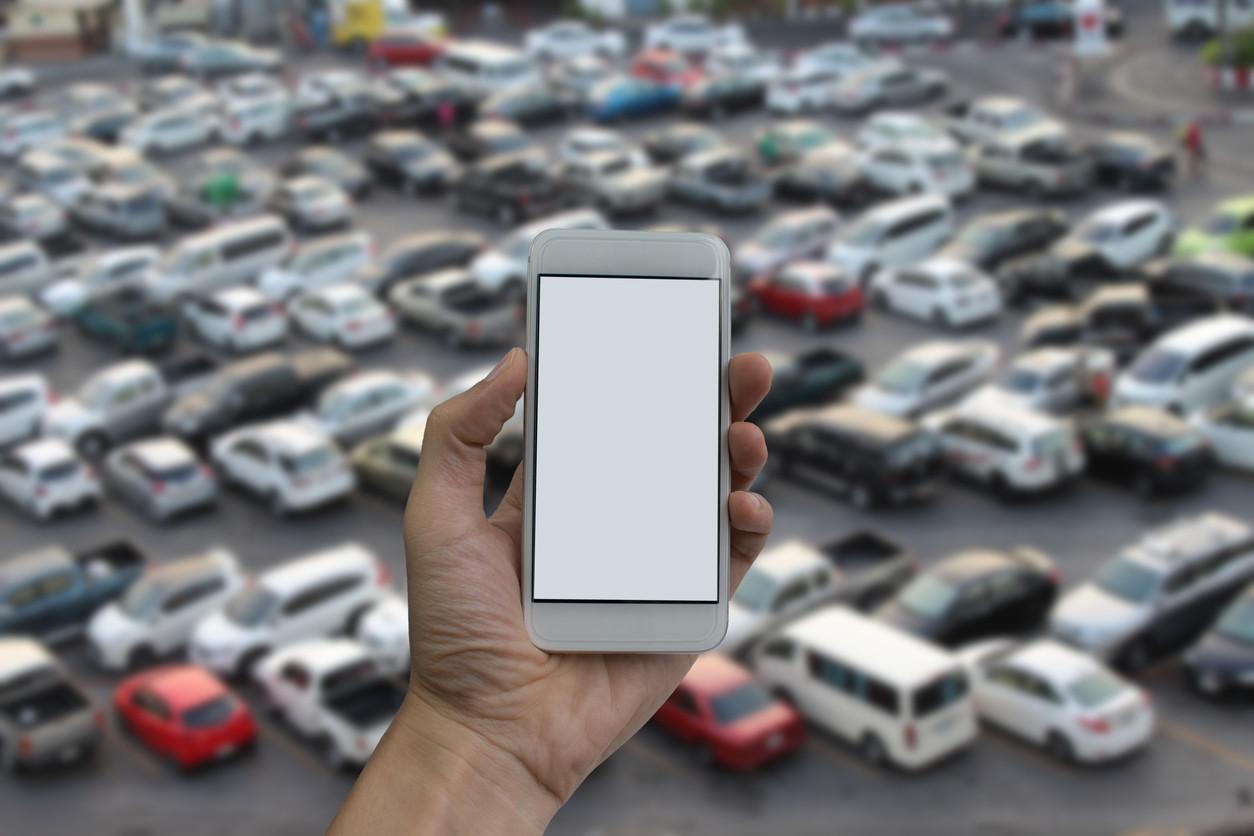 smartphone en aparcamiento