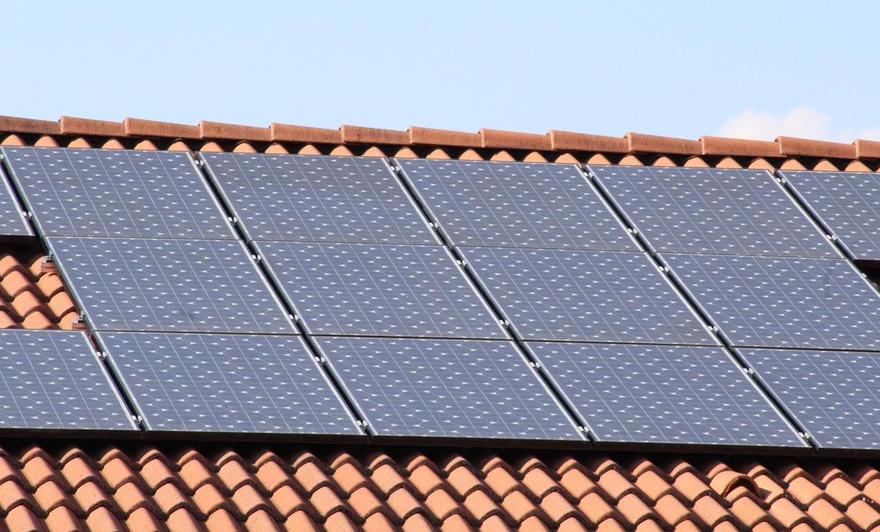 panel solar casa tejado