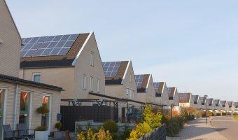 Municipios solares: ¿puede una población vivir con la energía generada en sus tejados?
