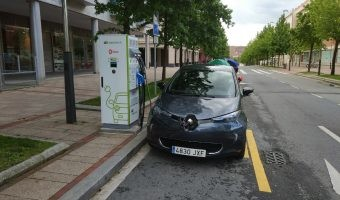 ¿Se puede tener un coche eléctrico sin cargar en casa?