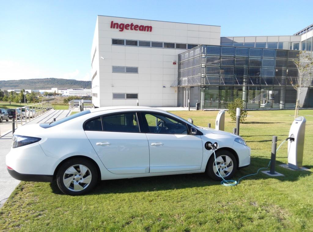 coche eléctrico recarga en el trabajo