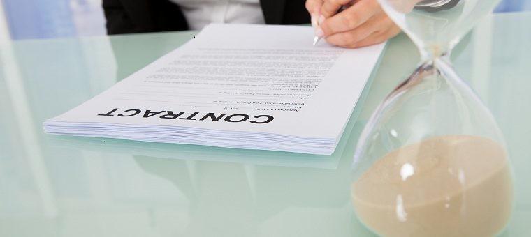 Firmando un contrato beneficiado con el mínimo exento