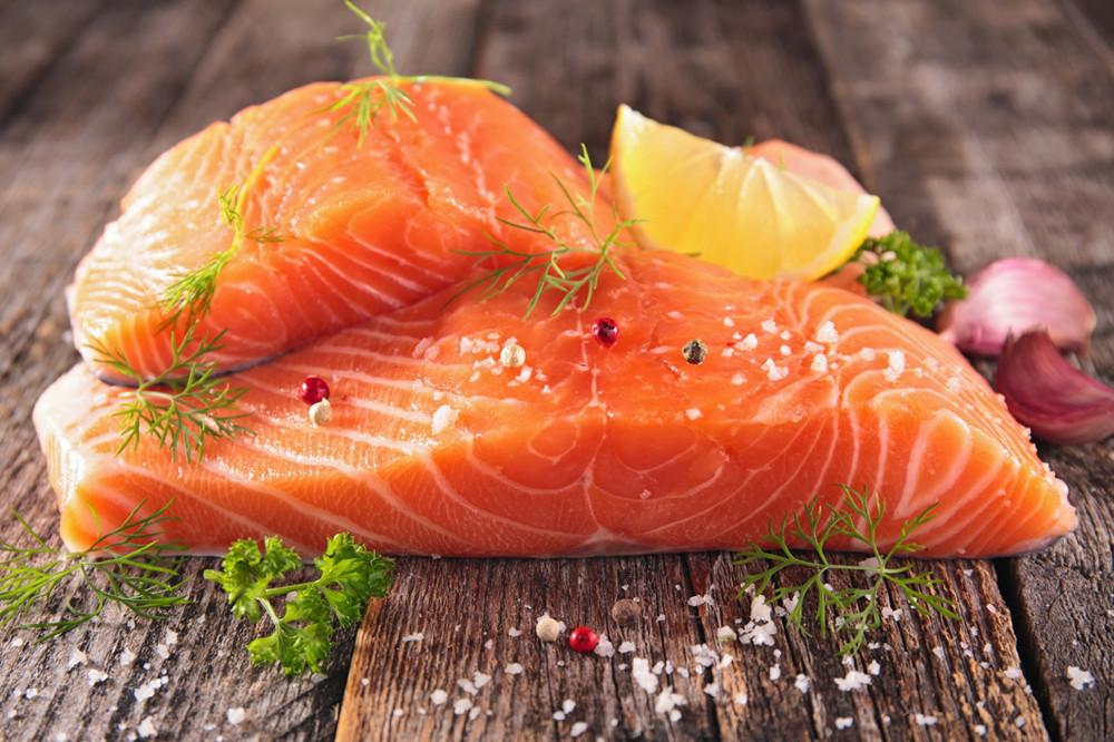 Cinco ideas para preparar recetas rápidas, sencillas y deliciosas con salmón noruego y básicos que tienes en casa