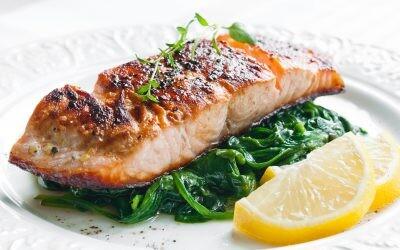 Nueve formas de preparar salmón noruego al horno para cenar fácil y sano