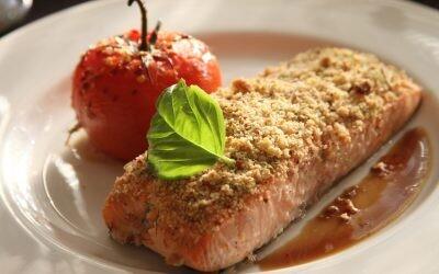 Receta de salmón noruego con costra de almendras al horno
