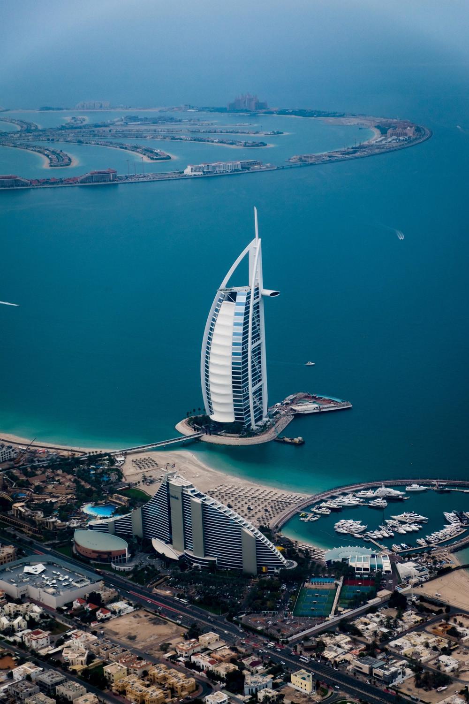 Dubái gana terreno al agua