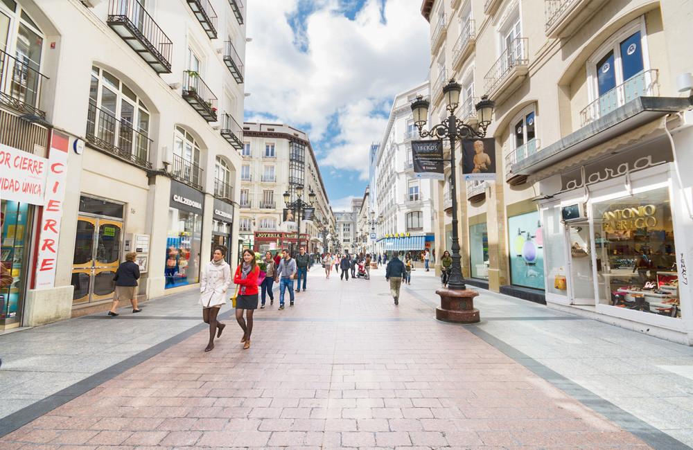 Ciudadanos de Zaragoza de paseo