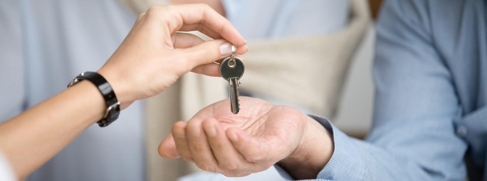 Entrega de llaves de una vivienda