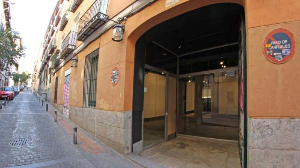 Las oficinas de Prodigioso Volcán en Madrid están ubicadas en un antiguo patio de caballos que fue posteriormente un garaje.