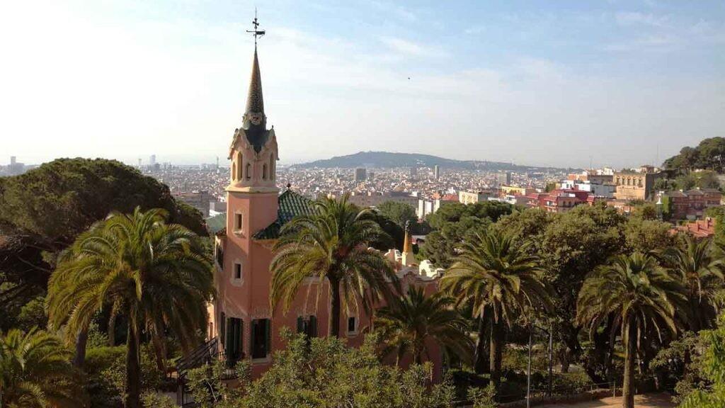 La de Gaudí en el Parque Güell es una de las casas convertidas en museos más curiosas de España.