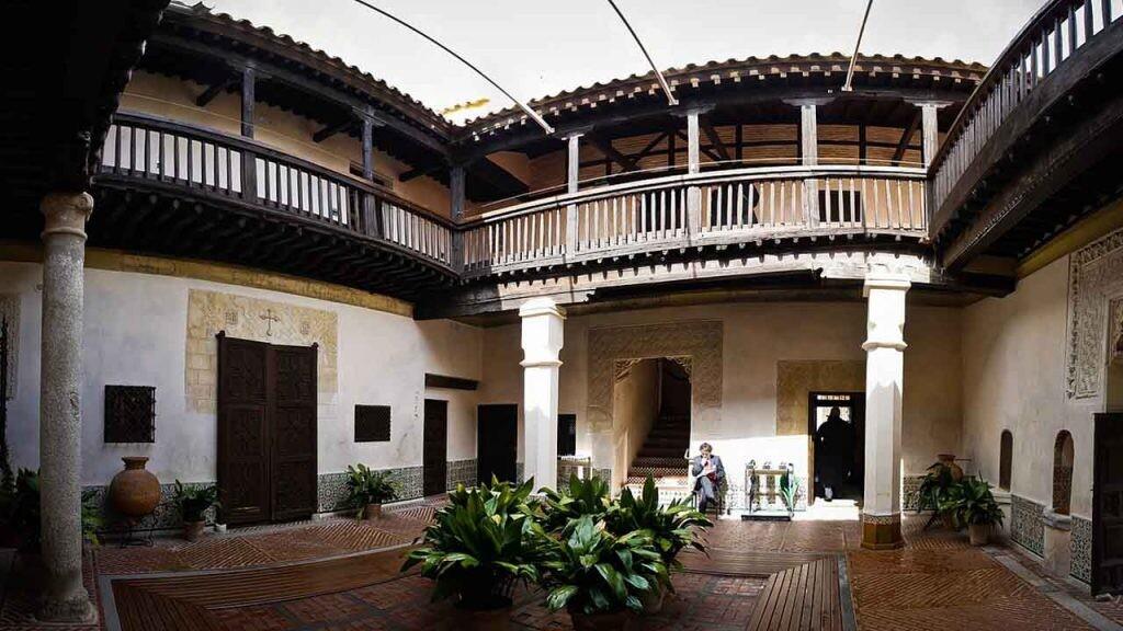 Una antigua casa de Toledo acoge la casa museo de El Greco.