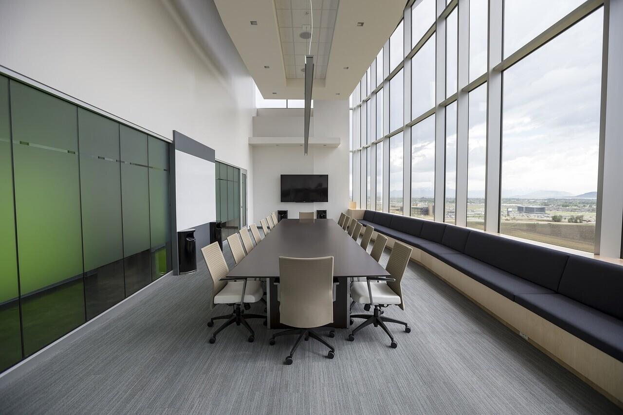 Sala de reuniones presencial y online