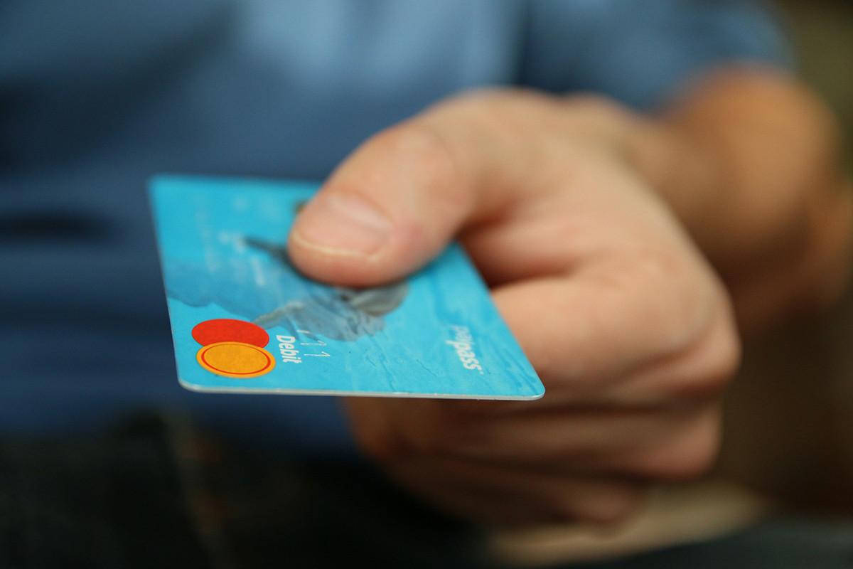 tarjeta de crédito siendo usada