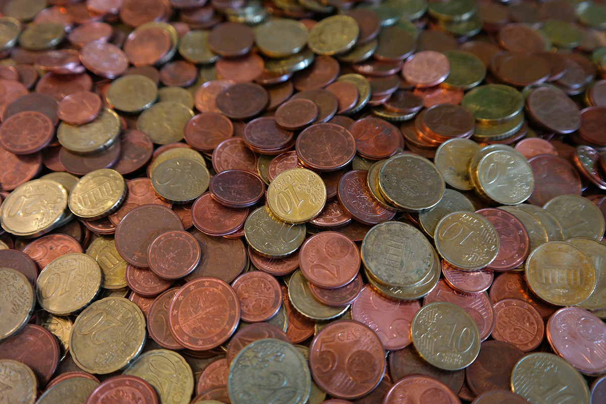 dinero en efectivo, monedas de céntimos de euro
