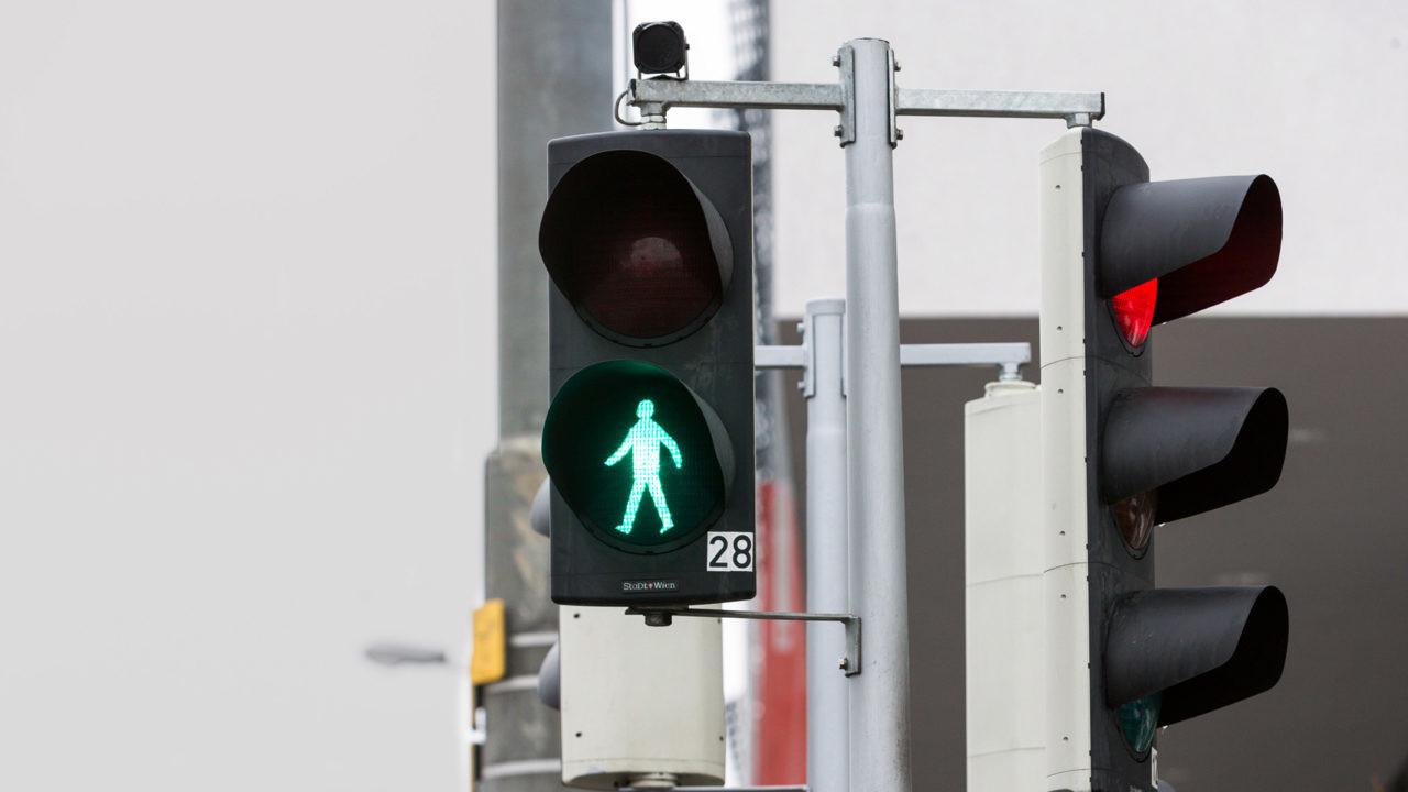 Estos nuevos dispositivos cambiarán al verde de forma automática, reduciendo los tiempos de espera. La ciudad pretende así acabar con el sistema de pulsación para cruzar las calles.