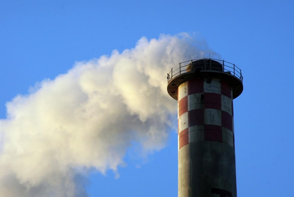 Chimenea de incineradora de residuos