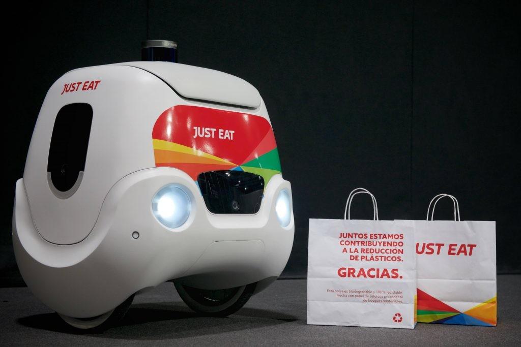 taxis sin conductor robot autonomo entrega comidas reparto covid