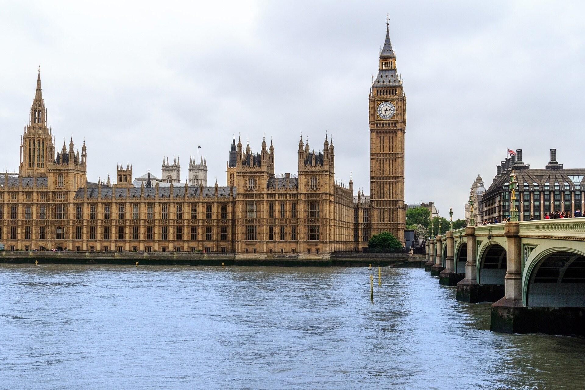 Vista del río Támesis y el Big Ben en Londres.