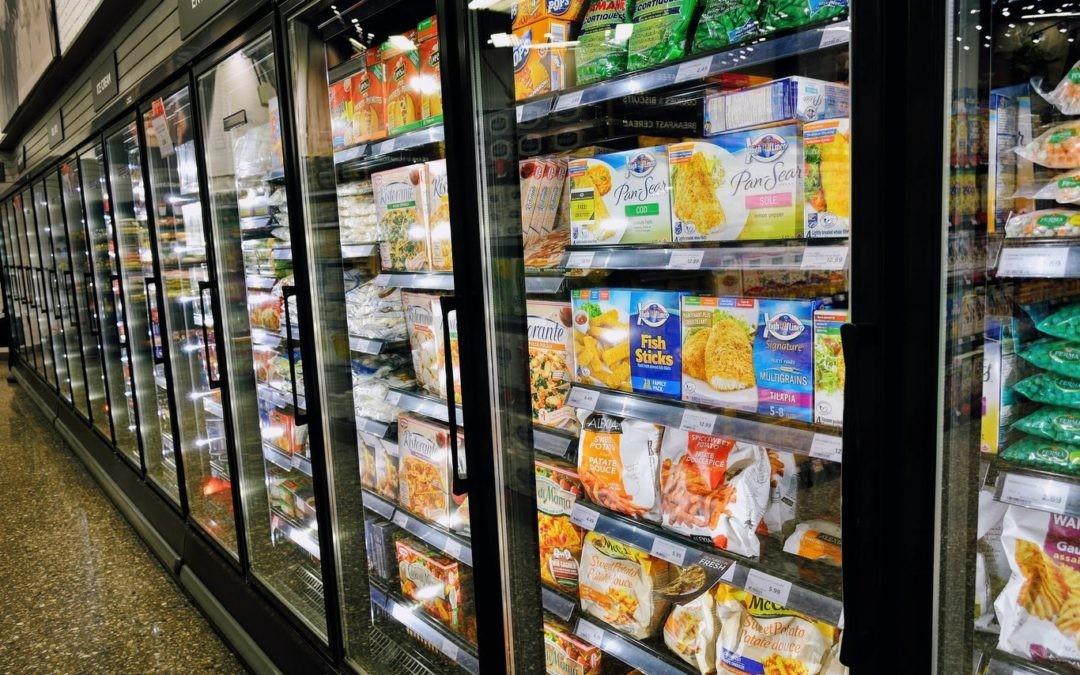 Si las cámaras comerciales tienen puerta de cristal, ¿por qué los frigoríficos caseros no?