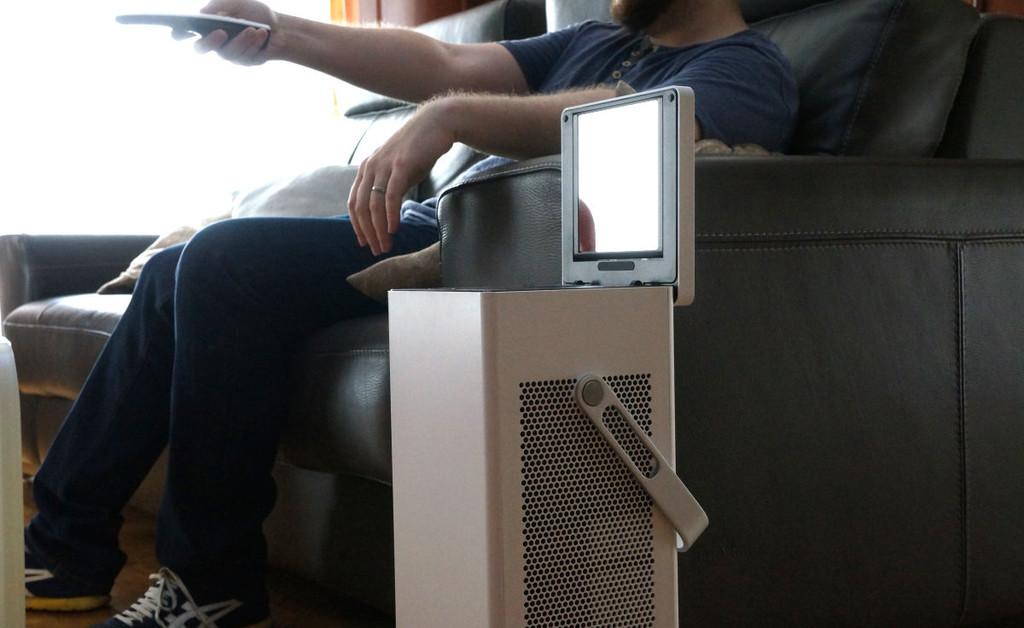 Sí, se puede montar un proyector en un salón de 10 metros cuadrados (y así lo he hecho yo)