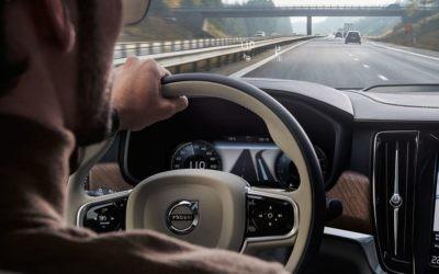 Conducción semiautónoma: ¿qué puede hacer hoy tu coche por ti?