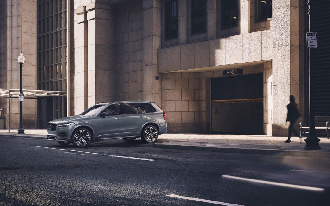 Polivalencia, lujo y electrificación: inmunes a la crisis, los SUV prémium van a por todas en 2021