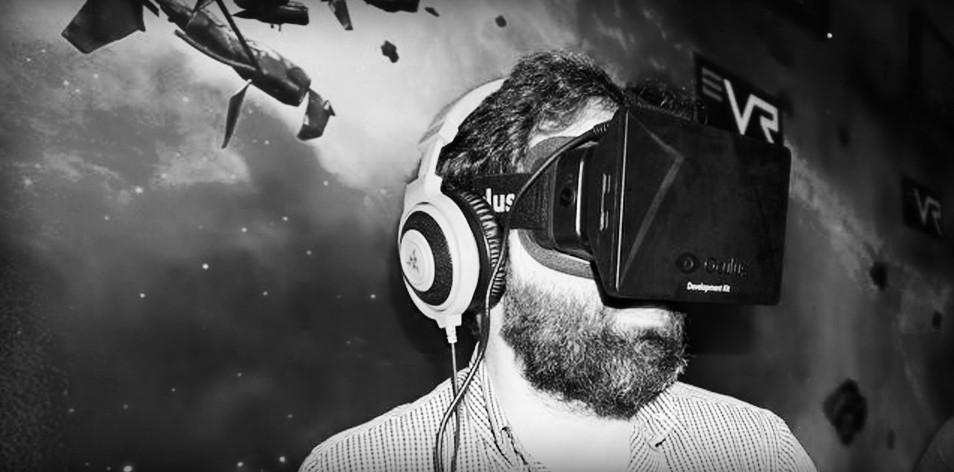 Antonio Ortiz divirtiéndose con Oculus Rift