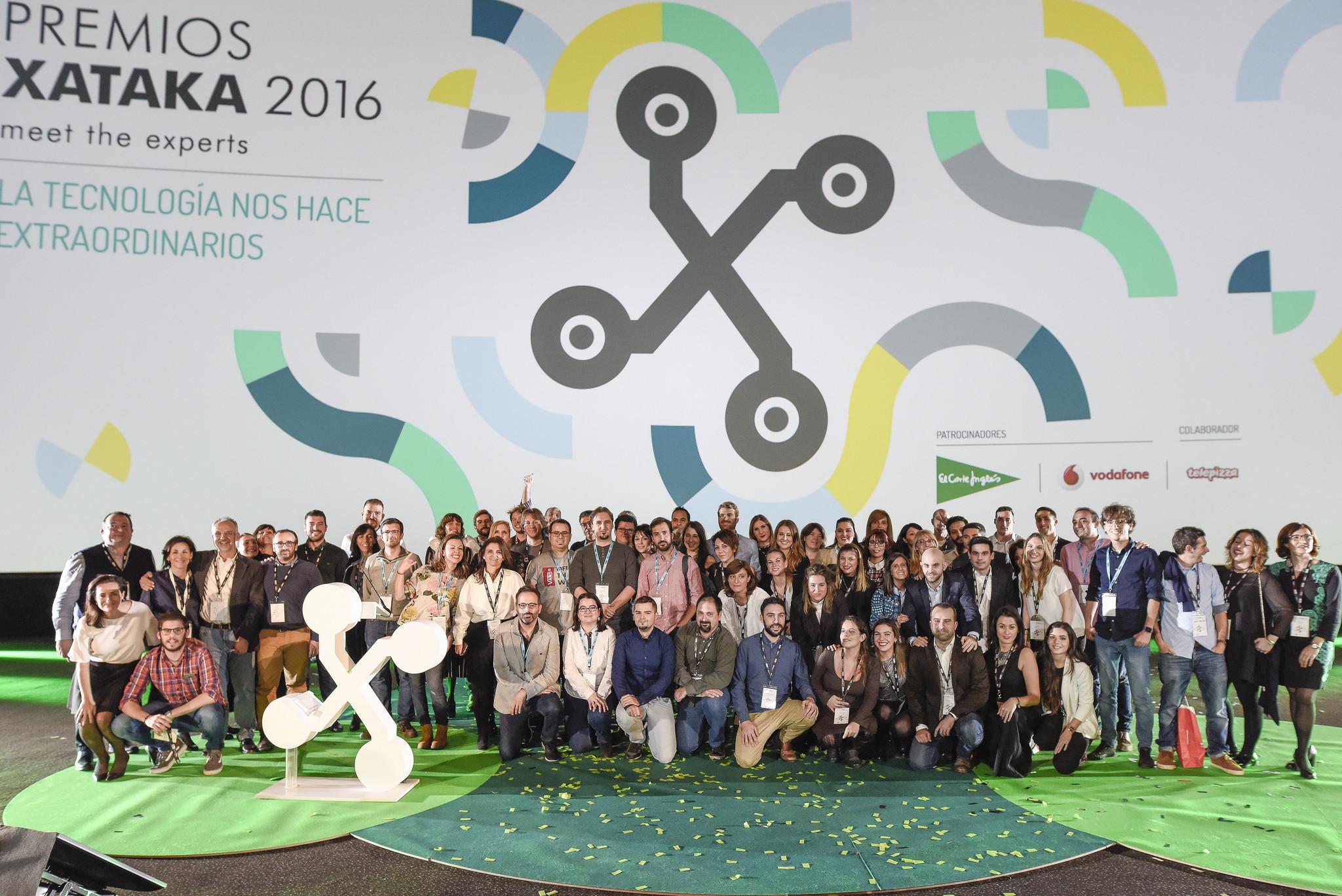 Equipo Weblogs SL y Socialmedia en los Premios Xataka 2016